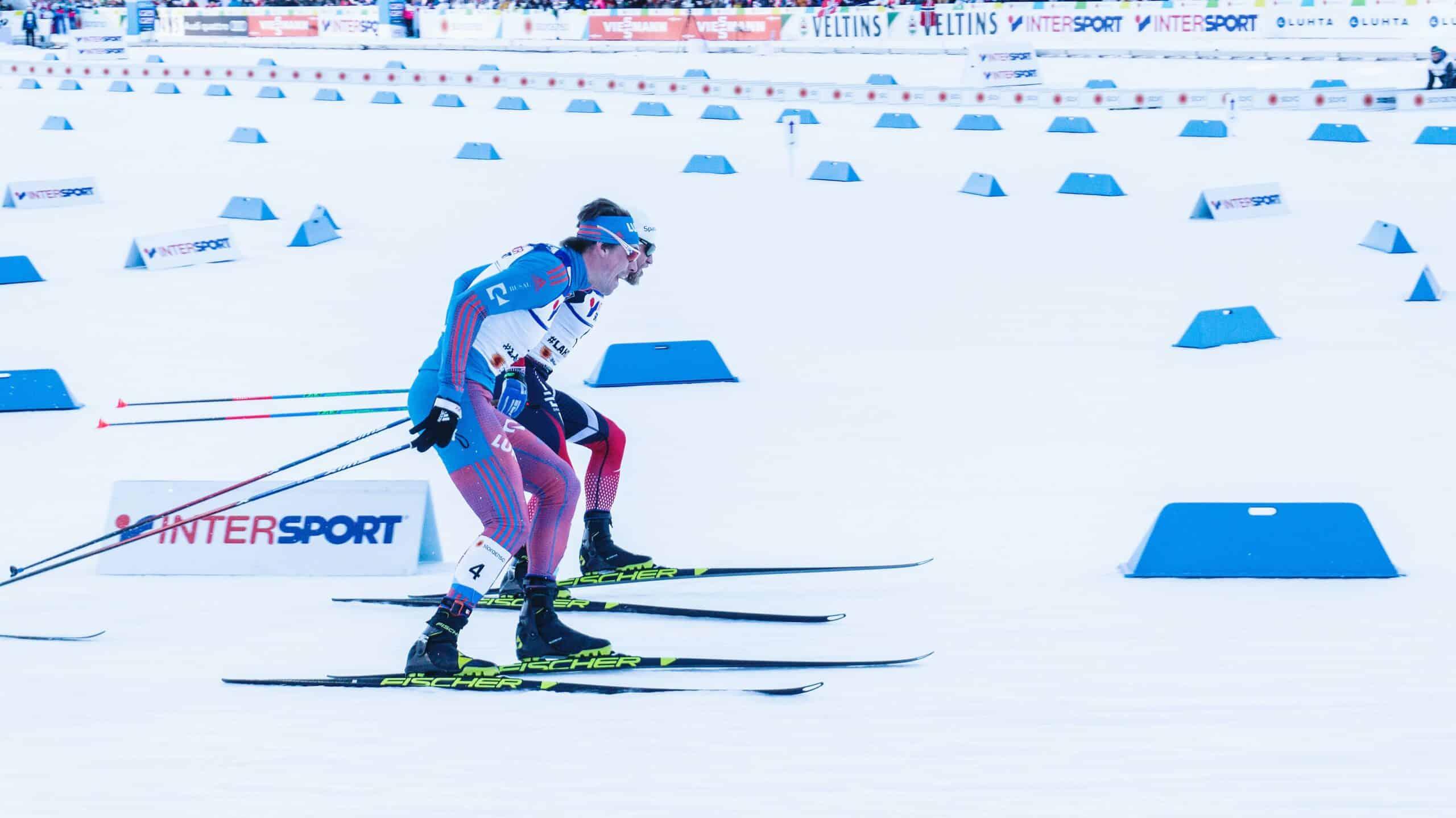 people racing cross country skiis
